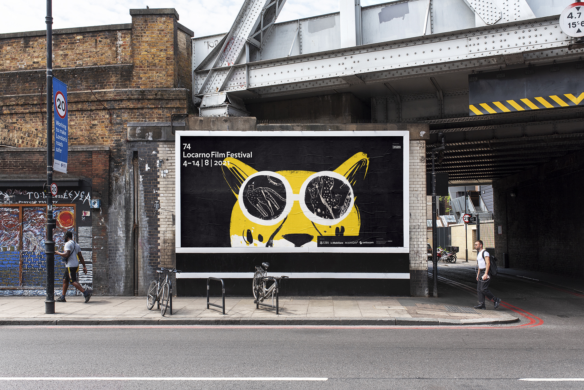222_billboard_urban_poster_mockup_Leo